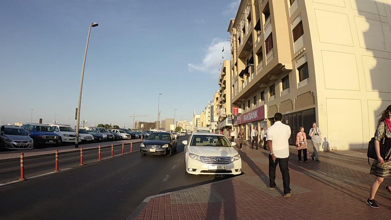 Walk through Dubai Gold Souk - Video route - Livetouring com